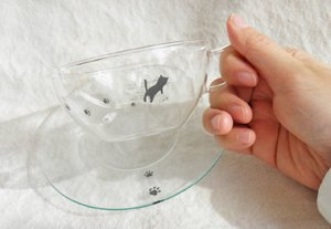 耐熱ガラス製ラウンドカップ&ソーサー【黒猫足跡てててっ】
