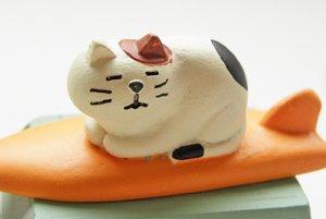 まったり猫シリーズ【サーファーの車】