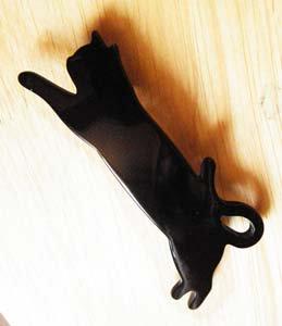 ジャーンプ猫のアクリルバレッタ【黒猫】