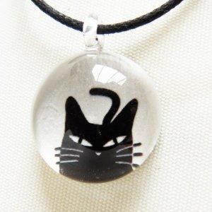 ガラストップペンダント【しっぽしゅるりの黒猫】