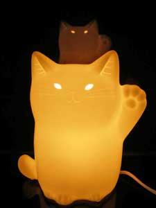 ナルミボーンチャイナ製猫ランプ【招き猫】
