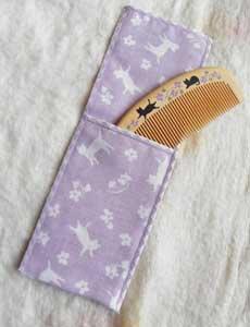 袋付き潤いつげ櫛【黒猫と小花】