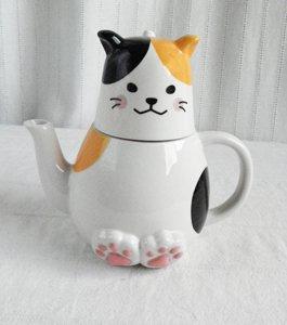 ティーフォーワン【ちょこんとお座り三毛猫】