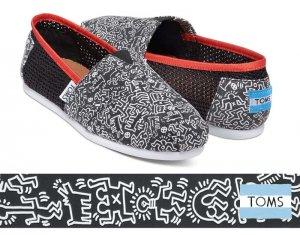 トムズ×キースへリング(Toms×KEITH HARING)キャンバススリッポンシューズ/Classic Keith Haring Chalkboard