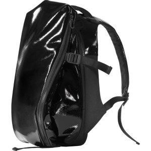 コートエシエル(Cote&Ciel)エナメルイザールリュックサック/PCバックパック/Isar Shine Laquered Polymer Backpack Liquid Black<img class='new_mark_img2' src='https://img.shop-pro.jp/img/new/icons16.gif' style='border:none;display:inline;margin:0px;padding:0px;width:auto;' />