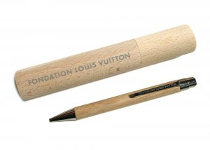 パリ限定!LOUIS VUITTON/ルイヴィトン美術館/ウッドボールペン/ペンケース付き/FONDATION LOUIS VUITTON
