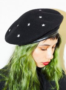 Valfre(ヴァルフェー)スター刺繍ウールハット/ベレー帽/Cosmic Beret<img class='new_mark_img2' src='//img.shop-pro.jp/img/new/icons16.gif' style='border:none;display:inline;margin:0px;padding:0px;width:auto;' />