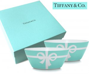 TIFFANY & CO(ティファニー)ティファニーブルー リボンボウル2点セット/食器 皿/紙袋付き<img class='new_mark_img2' src='https://img.shop-pro.jp/img/new/icons5.gif' style='border:none;display:inline;margin:0px;padding:0px;width:auto;' />