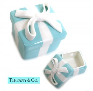 TIFFANY & CO(ティファニー)ティファニー ボウ ボックス/ジュエリーケース/紙袋付き<img class='new_mark_img2' src='https://img.shop-pro.jp/img/new/icons5.gif' style='border:none;display:inline;margin:0px;padding:0px;width:auto;' />