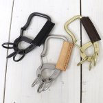 hobo『Brass Carabiner with Shade Leather』