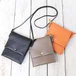 hobo『Shrink Leather Neck Pouch』