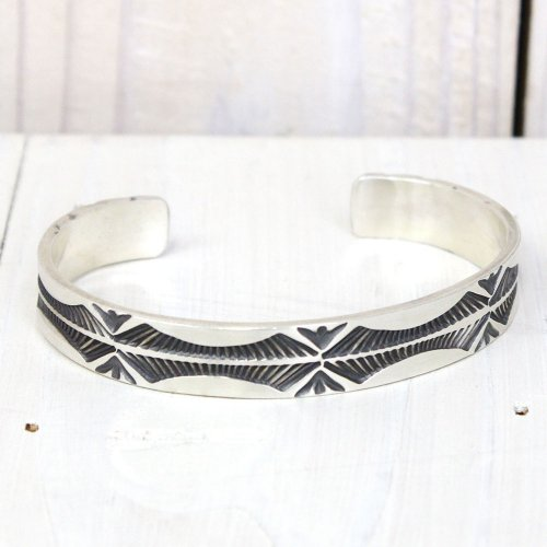 Jerald Tahe『Navajo Silver Bracelet by Kyeele』(B)