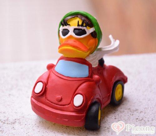 【Lanco】ダッキークラシックカー赤いクラシックカーに乗ったダッキーちゃんがとってもfunnyなおもちゃ♪わんちゃんが噛むとピッピッっと音も鳴ります。見た目も可愛いのでプレゼントにもオススメですよ♡  サイズ     Oneサイズ 約6....