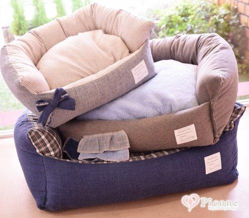 【Louis dog】Egyptian Cotton Boom/FW 秋冬らしい落ち着いた色合いのベッドです♪サイズによってそれぞれデザインとカラーが異なります。 シックな雰囲気でお部屋に置いても可愛らしくインテリアの邪魔をしません。 中のクッションは片面がフェイクファー、片面がコッ...