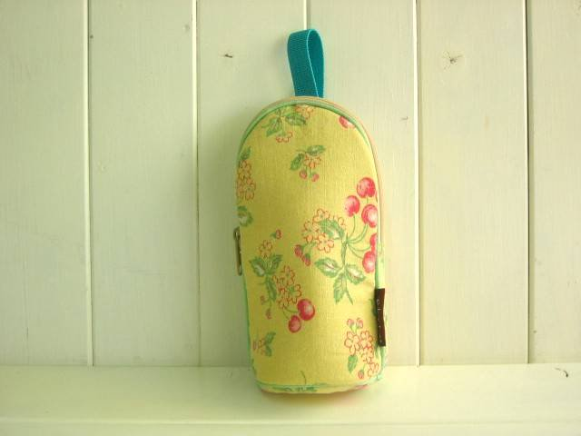 feeding bottle Case CHERRY YELLOW