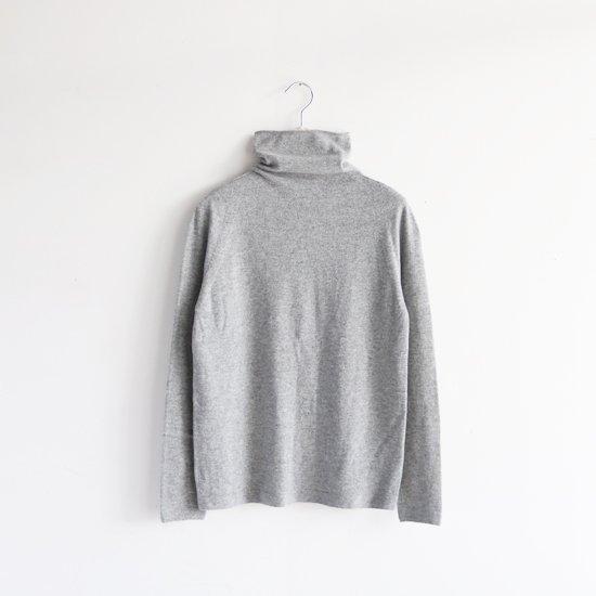糸衣<br>カシミヤタートルネックニット<br>〈 Tone 〉<br>Grey