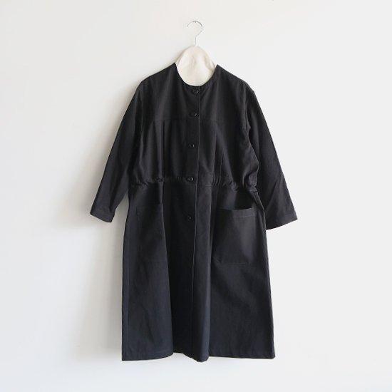 Atelier d'antan  ノーカラープリーツコート〈 Leiris 〉Black | A232192TC390