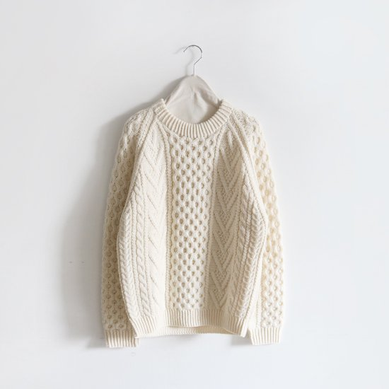<img class='new_mark_img1' src='https://img.shop-pro.jp/img/new/icons3.gif' style='border:none;display:inline;margin:0px;padding:0px;width:auto;' />Aran Woollen Mills<br>ウールハンドニットクルーネック<br>White
