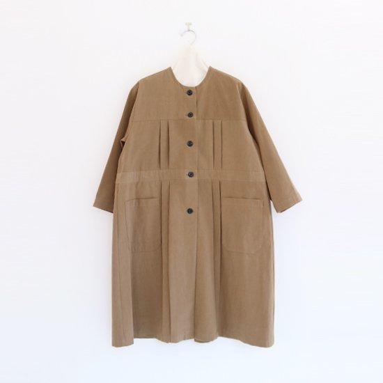 Atelier d'antan  ノーカラープリーツコート〈 Leiris 〉Khaki | A232192TC390