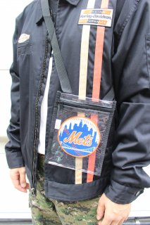 <img class='new_mark_img1' src='https://img.shop-pro.jp/img/new/icons20.gif' style='border:none;display:inline;margin:0px;padding:0px;width:auto;' />MLB NEW YORK METS CLEAR POUCH(メッツ クリア ポーチ)