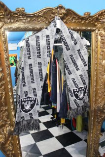 <img class='new_mark_img1' src='//img.shop-pro.jp/img/new/icons20.gif' style='border:none;display:inline;margin:0px;padding:0px;width:auto;' />NFL OAKLAND RAIDERS MUFFLER(アメフト オークランド レイダース マフラー)