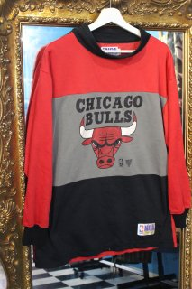 <img class='new_mark_img1' src='//img.shop-pro.jp/img/new/icons20.gif' style='border:none;display:inline;margin:0px;padding:0px;width:auto;' />NBA CHICAGO BULLS MIDDLE NECK SWEAT(シカゴ ブルズ ミドルネック スウェット)
