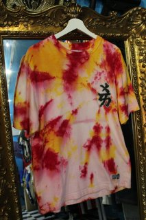 MLB NEW YORK YANKEES KANJI LOGO TIE-DYE T-SHIRT(ヤンキース タイダイ柄 Tシャツ)