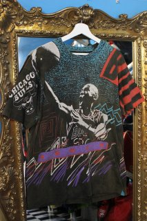 <img class='new_mark_img1' src='https://img.shop-pro.jp/img/new/icons20.gif' style='border:none;display:inline;margin:0px;padding:0px;width:auto;' />MICHEAL JORDAN T-SHIRT(マイケル・ジョーダン Tシャツ)