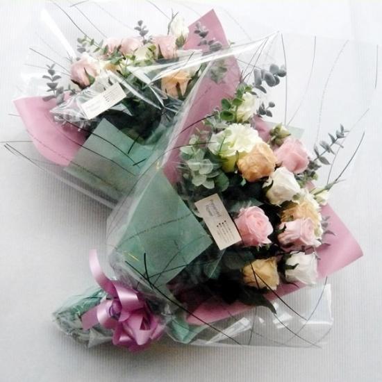 プリザーブドフラワーと造花のコラボで出来た花束♪ 結婚式の際、ご両親様への花束贈呈にもぴったり♪