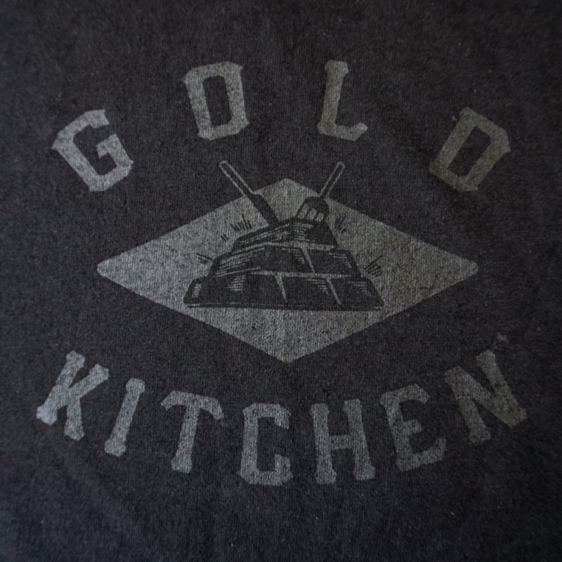 GOLD KITCHEN BASIC LOGO TEE [BLACK]