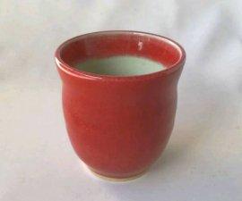 三池焼窯元の赤い湯のみ(辰砂くびれ湯のみ小)【プレゼントに最適の九州熊本の手作り陶器です】