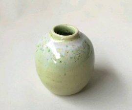 三池焼窯元◆緑色の小さな花入れ『緑釉花器小』【九州熊本の手作り陶器】