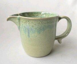 三池焼窯元 緑の注ぎ口付マグカップ(緑釉片口マグカップ)【熊本の便利な手作り陶器】