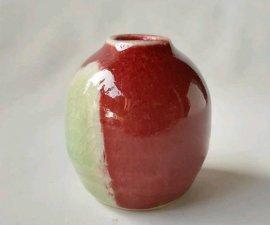 三池焼窯元 赤くてちっちゃな窯変壷(辰砂ちっちゃな窯変壷)【還暦や退職などのプレゼントに最適の九州熊本の手作り陶器です】
