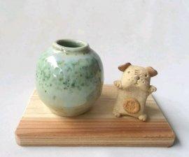 三池焼窯元・緑の花入れ&犬(緑釉花入れ&犬)【還暦や退職などのプレゼントに最適の九州熊本の手作り陶器です】