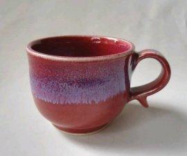 三池焼窯元の赤い丸型マグカップ(辰砂流丸型マグカップ)【還暦や退職などのプレゼントに最適の手作り陶器】