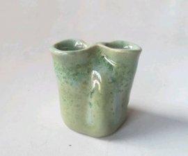 三池焼窯元◆緑色の小さな二穴花入れ『緑釉二穴花入れ』【九州熊本の手作り陶器】
