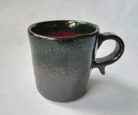 三池焼窯元・板作り・中が赤くて外がつや消し黒の筒型マグカップ(辰砂黒マット筒型マグカップ)【還暦や退職などのプレゼントに最適の手作り陶器】