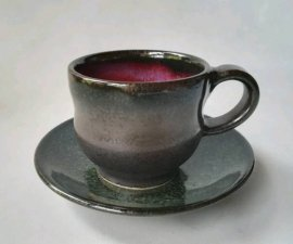 三池焼 赤と黒のデミタスカップ&ソーサー(辰砂黒マットデミタスカップ&ソーサー)【還暦などの贈り物に最適の手作り陶器】