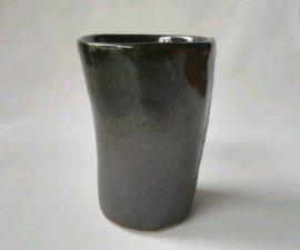 三池焼窯元・板作り・中が赤くて外がつや消し黒の板作りフリーカップ(辰砂黒マットフリーカップ)【還暦や退職などのプレゼントに最適の手作り陶器】