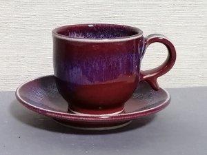 三池焼 赤いコーヒーカップ&ソーサー流し模様付中白(辰砂流し釉コーヒーカップ&ソーサー)【還暦祝いなどの贈り物に最適の手作り陶器】
