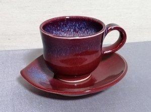 三池焼窯元・ 赤い花びら形ソーサー&デミタスカップ『辰砂釉花びら形ソーサー&デミタスカップ』【還暦祝いなどの贈り物に最適な手作り陶器です】