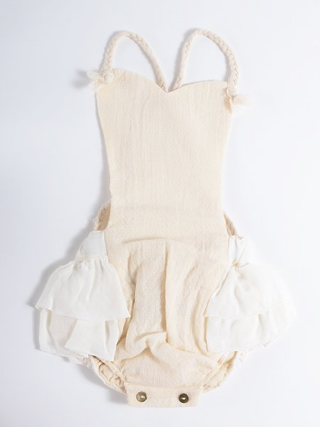 <img class='new_mark_img1' src='//img.shop-pro.jp/img/new/icons8.gif' style='border:none;display:inline;margin:0px;padding:0px;width:auto;' />Popelin ポペリン White romper suit with frill ロンパース