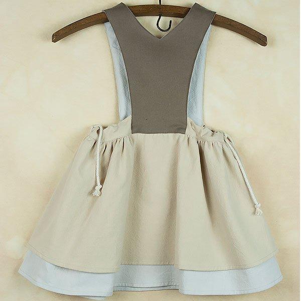 <img class='new_mark_img1' src='https://img.shop-pro.jp/img/new/icons8.gif' style='border:none;display:inline;margin:0px;padding:0px;width:auto;' />Popelin ポペリン Mod.22.2 - Beige Dress with Bib 長袖ワンピース
