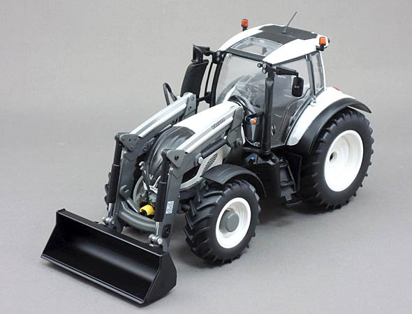 Wiking 1/32 Valtra T174 with Front Lorder