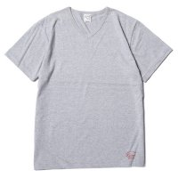 <img class='new_mark_img1' src='//img.shop-pro.jp/img/new/icons5.gif' style='border:none;display:inline;margin:0px;padding:0px;width:auto;' />CALEE - COTTON V-NECK T-SHIRT