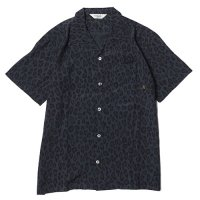 <img class='new_mark_img1' src='//img.shop-pro.jp/img/new/icons49.gif' style='border:none;display:inline;margin:0px;padding:0px;width:auto;' />CALEE - Rayon leopard pattern shirt