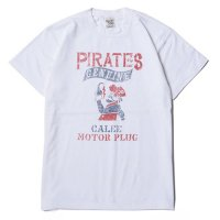 <img class='new_mark_img1' src='//img.shop-pro.jp/img/new/icons5.gif' style='border:none;display:inline;margin:0px;padding:0px;width:auto;' />CALEE - PIRATES T-SHIRT