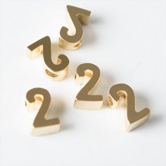 f1f6ed062cb447 チャーム 数字チャーム 2 7mm ゴールド 5個 5ヶ 約0.7cm チャームパーツ 数字 通し穴付き 横穴 真鍮 アクセサリー アクセサリーパーツ  パーツ メタルチャーム ...