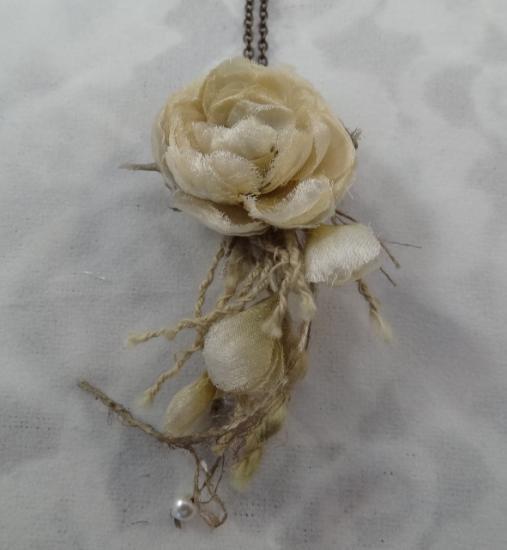 布花ネックレス(開きバラ/白)